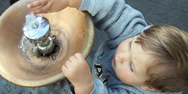 Picture of a child at a Benson Bubbler water fountain.