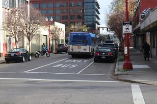 A Line 4 bus uses the bus-and-turn lane on NW Everett, a Rose Lane Project improvement. Photo by PBOT.